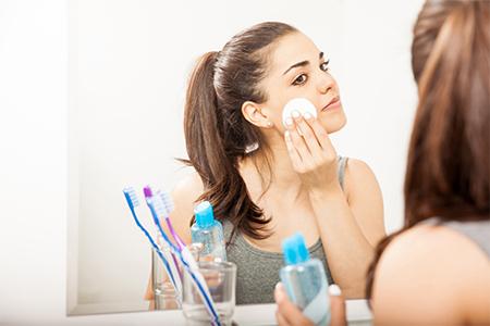 DAILY ROUTINE: Aprenda a remover corretamente a maquilhagem!